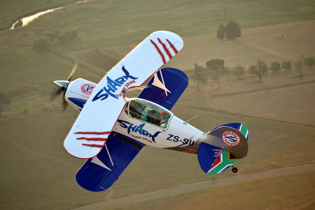 Pitts Special in flight 115